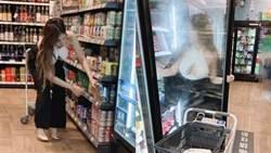 超市冰櫃驚見有天然「八字奶」 正妹被找到了