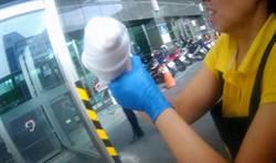 女子遭「絞肉機斷掌」 5根手指接合手術中