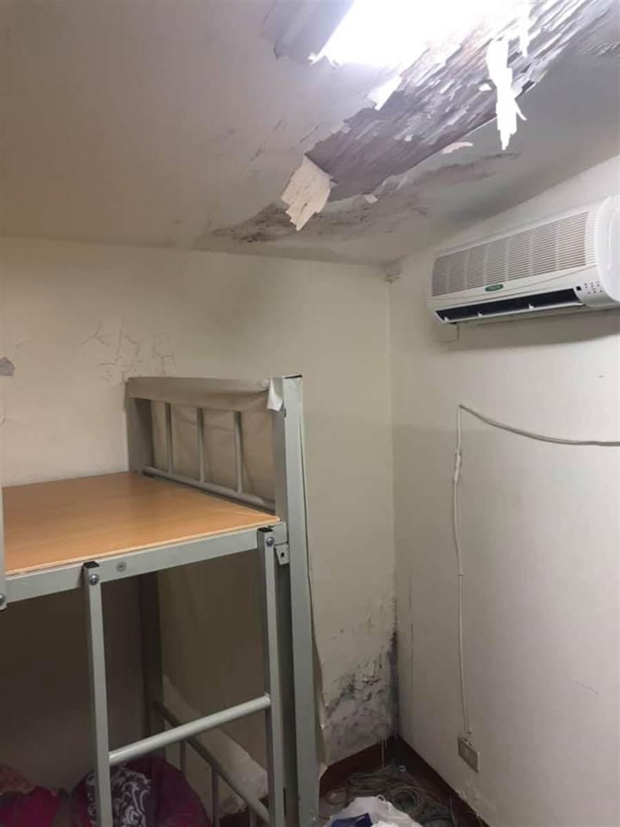 天花板已經塌陷,環境相當髒亂 (圖/翻攝自爆系知識家)