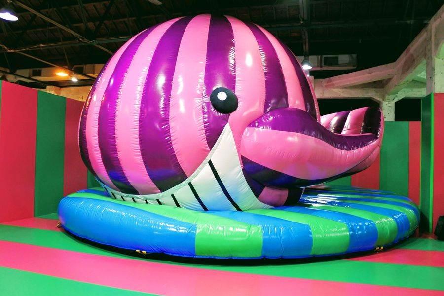 《粉紅鯨》在展覽初亮相!可進入鯨魚的身體內部,好比是被鯨魚吞進肚子裡的皮諾丘。