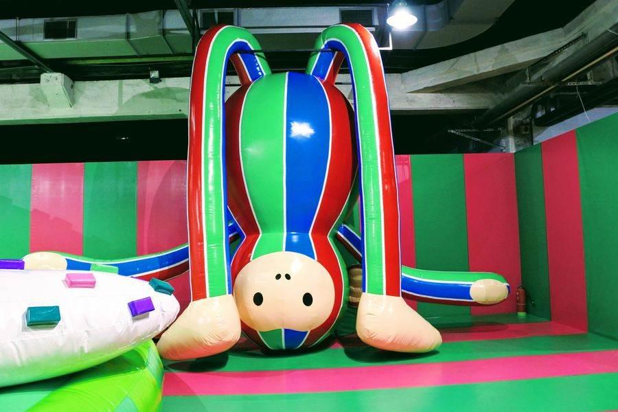 《胖猴子》這次還以台灣茄芷袋色樣裝扮,果然夠「接地氣」。
