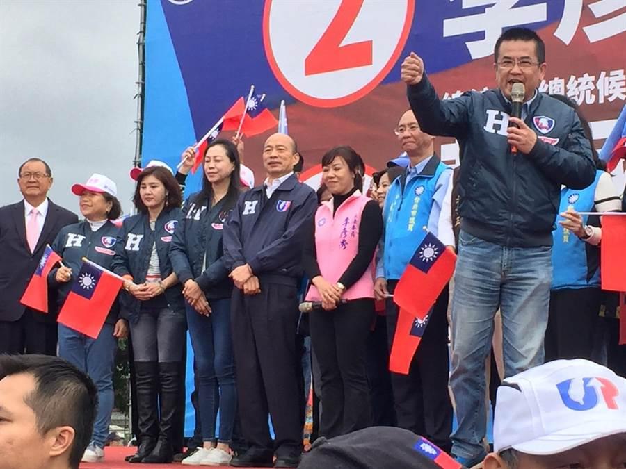 國民黨總統候選人韓國瑜28日參加港湖團結造勢大會,力挺立委候選人李彥秀。(張立勳攝)