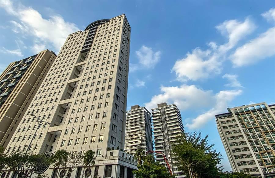 109年1月1日起新竹縣「調降房屋稅」,預計約有5成7民眾受惠。(羅浚濱攝)