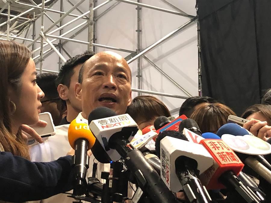 韓國瑜下午出席「鋼鐵H夾克」拍賣大會,會後接受媒體訪問。(趙婉淳攝)