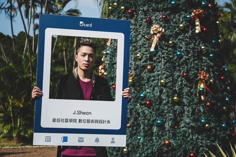 J.Sheon日前受邀社群論壇Dcard舉辦的聖誕企劃「J個告白有夠狂」。(Dcard提供)