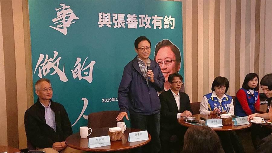 前行政院長張善政在簽書會上大談答應韓國瑜參選副總統心情。(程炳璋攝)