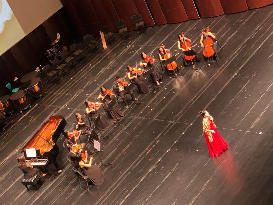 麗明營造適逢成立25周年,在由他們打造完成的「台中國家歌劇院」--大劇院裡舉辦25周年感恩音樂會。(盧金足攝)