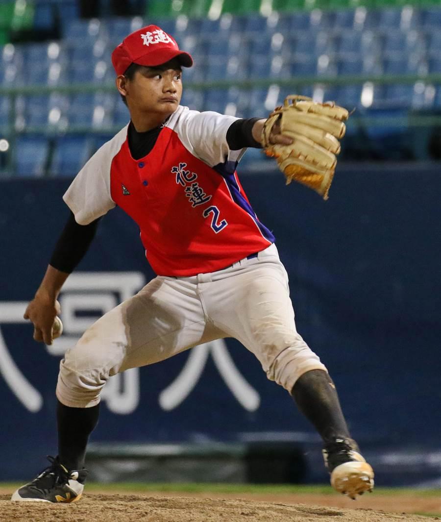 花蓮縣(玉里高中)余羿賢在球隊是捕手,臨危受命登板後援。(大會提供/鄧心瑜傳真)