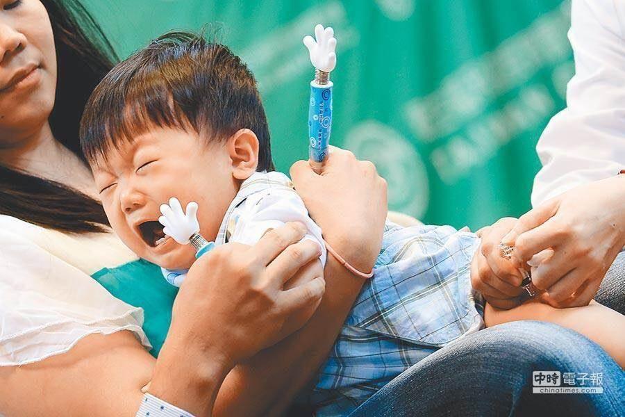 流感進入流行期,接種流感疫苗能降低感染風險。(圖/中時資料照)