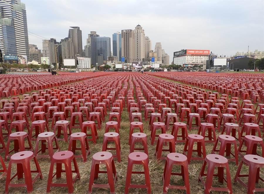 國民黨總統候選人韓國瑜,明天在台中市舉辦中部大型造勢晚會;現場除擺設10萬張紅椅子,預期將吸引50萬人潮。(陳世宗攝)
