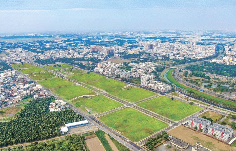 高雄岡山的87期重劃區,27日舉行完工和公園啟用儀式,將釋出17.59公頃住宅用地。圖/高雄地政局提供