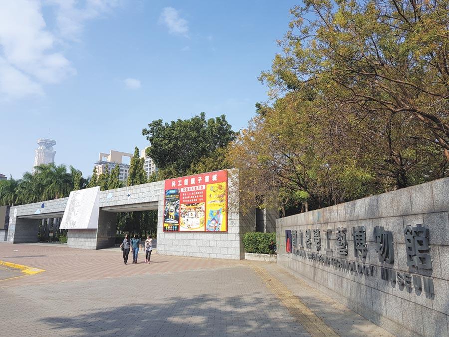 占地約19公頃的高雄科工館,本身就是一個公園綠地,成為建商搶進推案的誘因。圖/顏瑞田