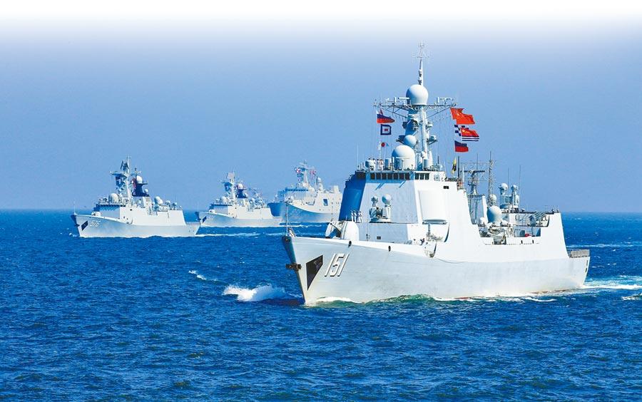 這是2016年9月間,大陸和俄羅斯海軍艦隻在湛江外海舉行海上聯合演習的情形。大陸、俄羅斯和伊朗海軍27日起在波斯灣出海口附近舉行聯合海上軍演。這是3國40年來首次舉行聯合軍演。  (新華社資料照)