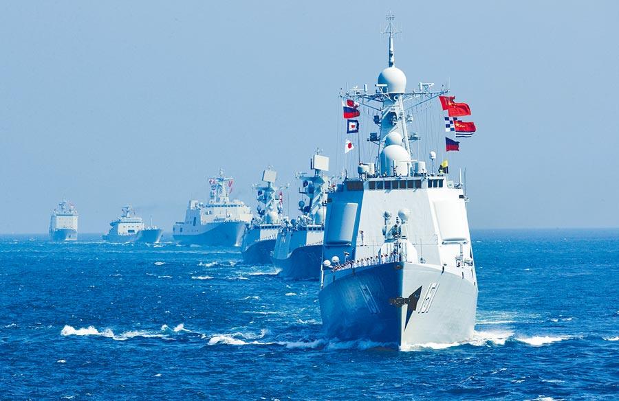 大陸、俄羅斯和伊朗從27日起,在中東石油重要運輸通道荷姆茲海峽附近,舉行為期4天的聯合海上軍演,圖為昔日陸俄海上聯合軍事演習。(新華社)