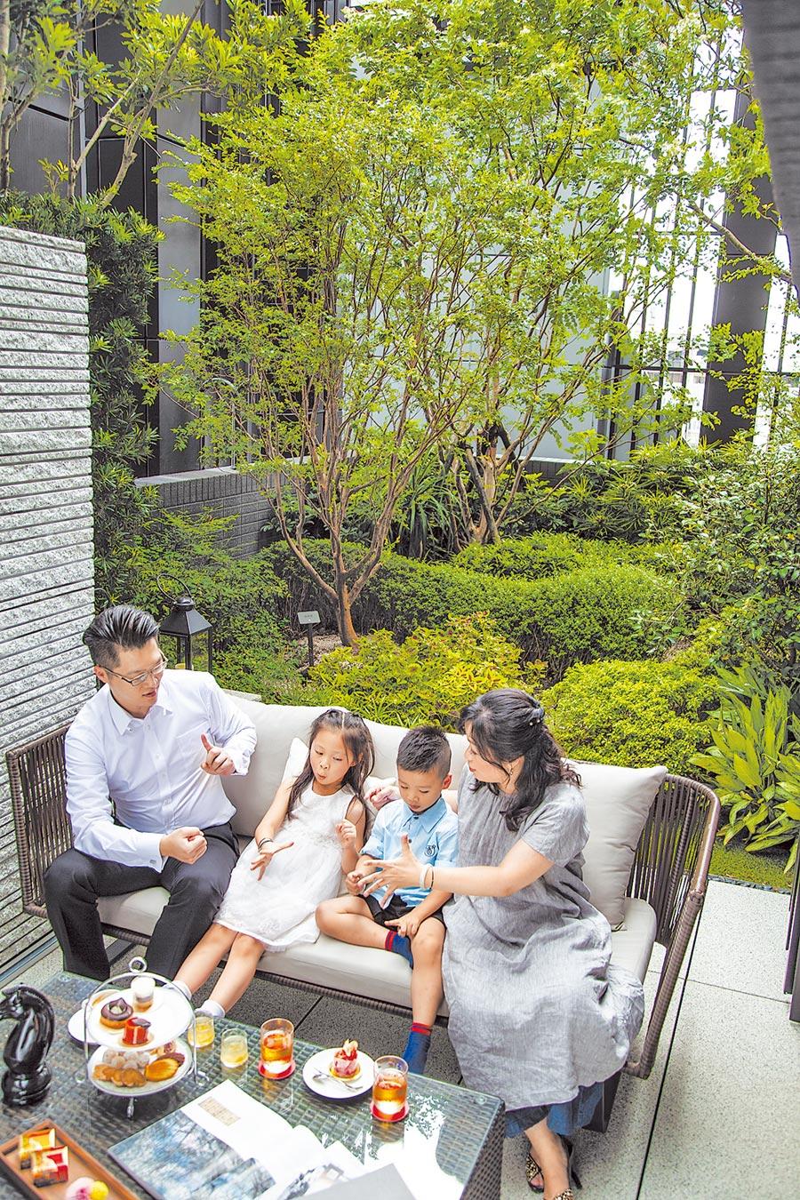 「華山川」頂樓空中花園以生態工法植樹種花,為呈現四季不同面貌。(創意家提供)