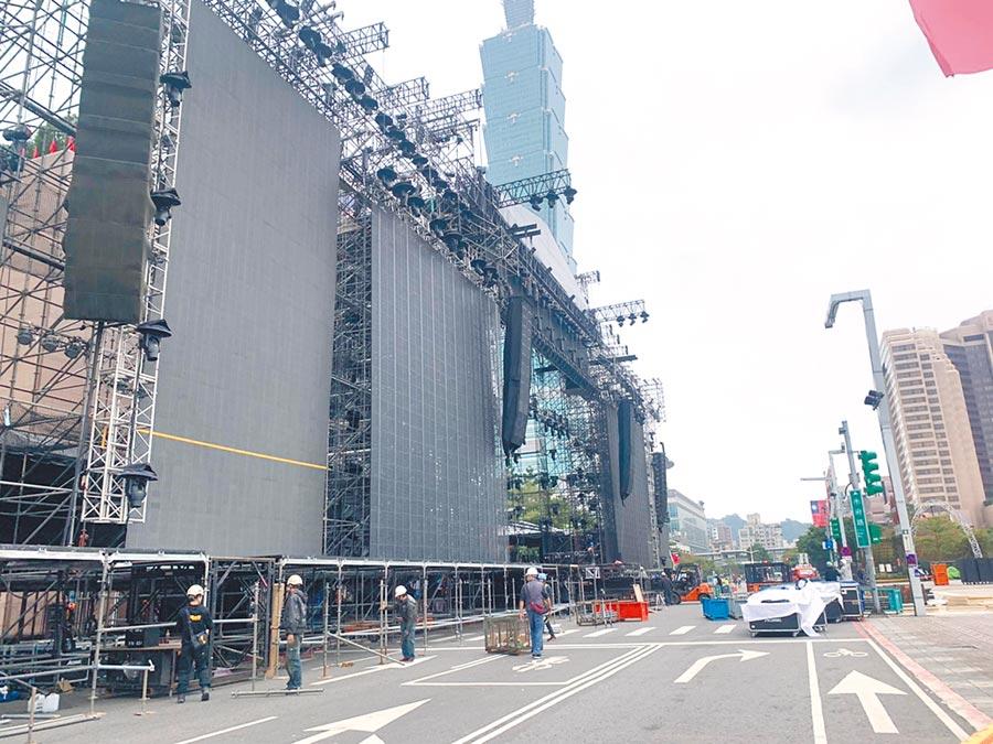 配合跨年晚會舞台搭建,周邊實施交管,市府路(松壽至松高路)全線封閉、新仁愛路全線封閉。(張薷攝)