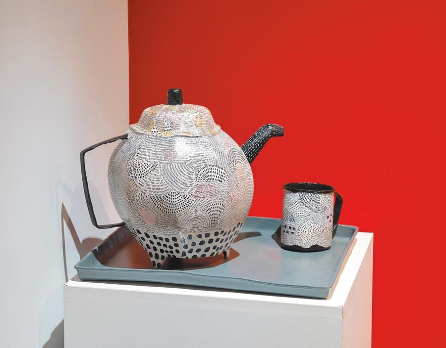 韋耶諾維立體作品亦可見其抽象畫結合傳統線條的風格。(多納藝術提供/李怡芸台北傳真)
