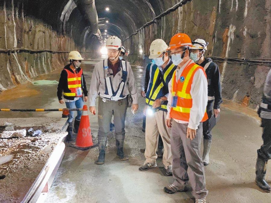 桃園阿姆坪防淤隧道工程進度超前,還引用新技術監控隧道內人員安全。(北水局提供/邱立雅桃園傳真)