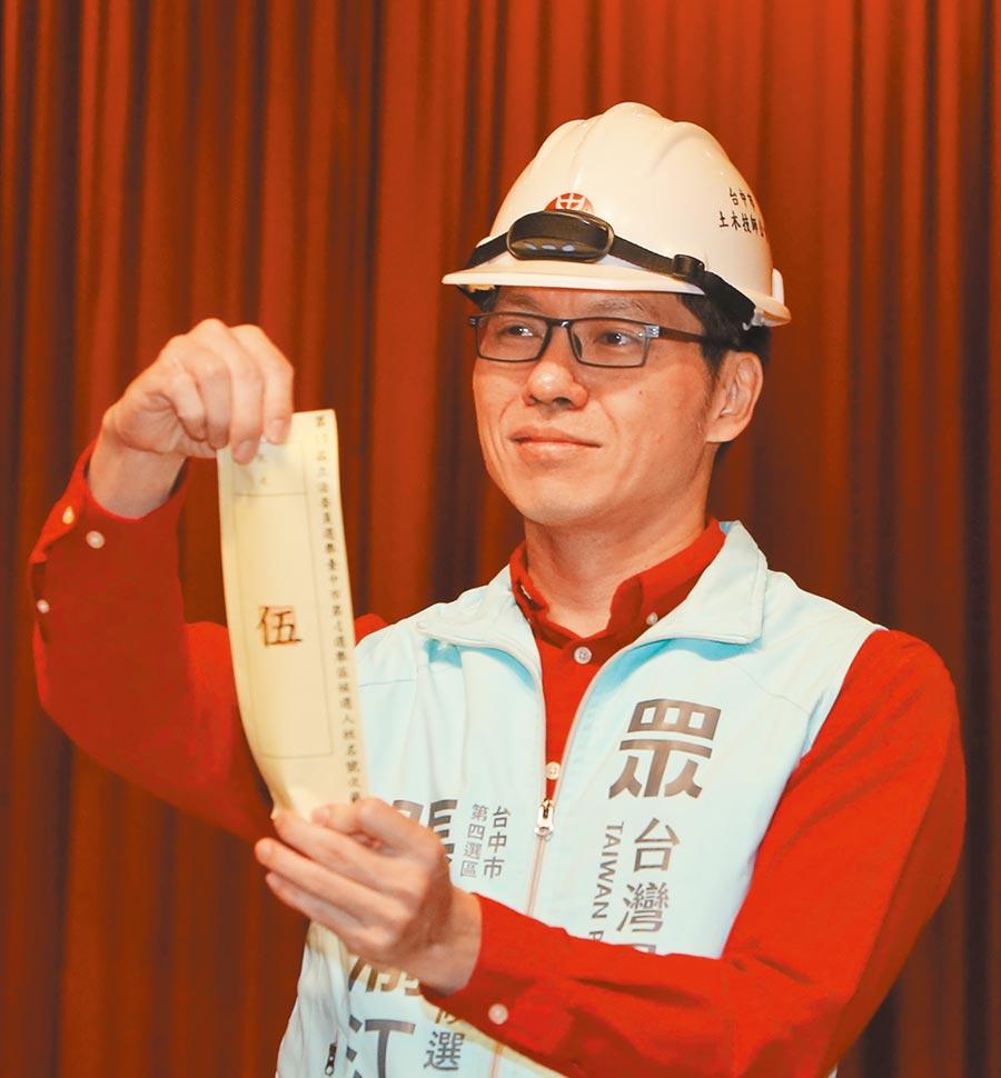 民眾黨立委候選人張渝江27日表示要告中火、經濟部和台中市政府。(盧金足攝)