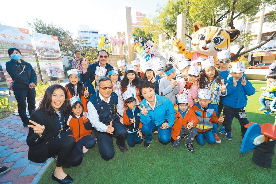 台中市推動「台中美樂地」計畫,包括,「陽光公廁」及「共融公園」;北北屯區14座老舊公園,在過年前已全數完工,讓公廁、綠地更  友善。(張妍溱攝)