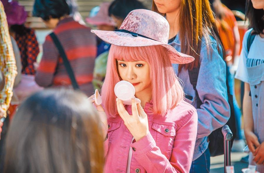 安心亞為演出電影裡粉紅公主的形象,可說是吃了不少苦頭。(滿滿額娛樂提供)