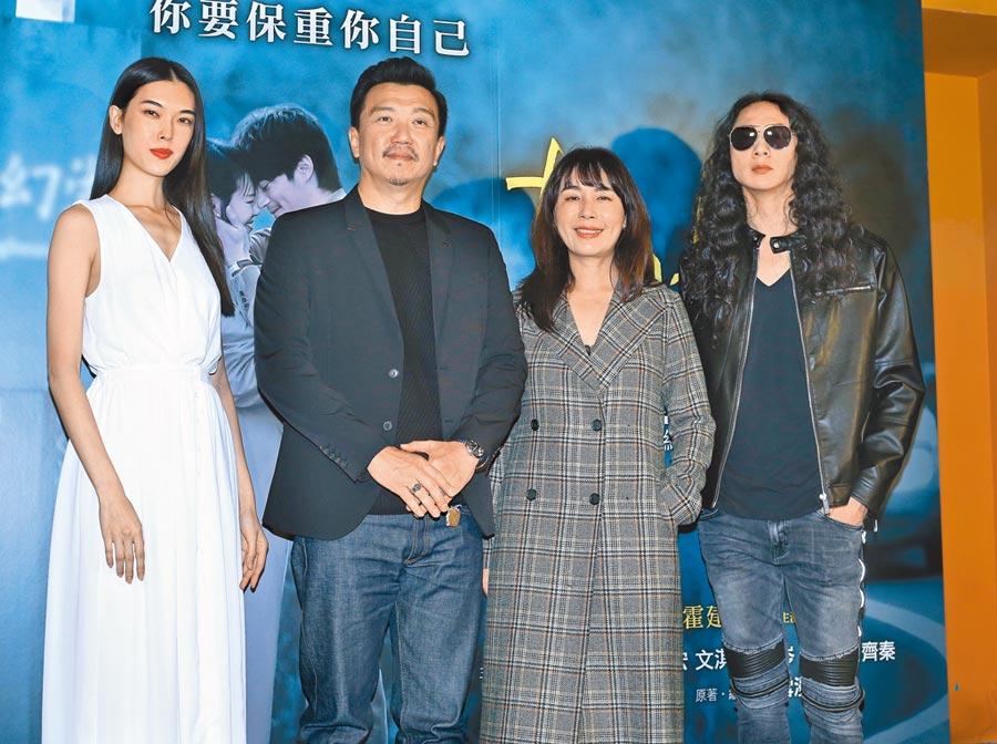 王思偉(左起)、王維明、陳婉若、張佳翔昨一同現身電影包場記者會。(粘耿豪攝)