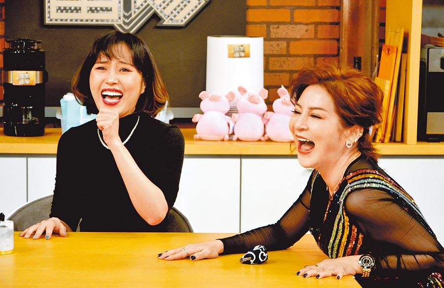 余筱萍(左)上王彩樺主持的《女王當家》節目。(華視提供)