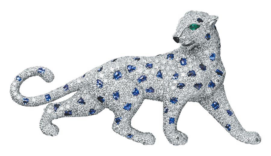 卡地亞Panthere de Cartier美洲豹胸針融入獨創「毛髮鑲嵌」(fur setting )工法,營造如動物皮毛般的視覺效果,讓美洲豹珠寶更加鮮活靈動。(Cartier提供)