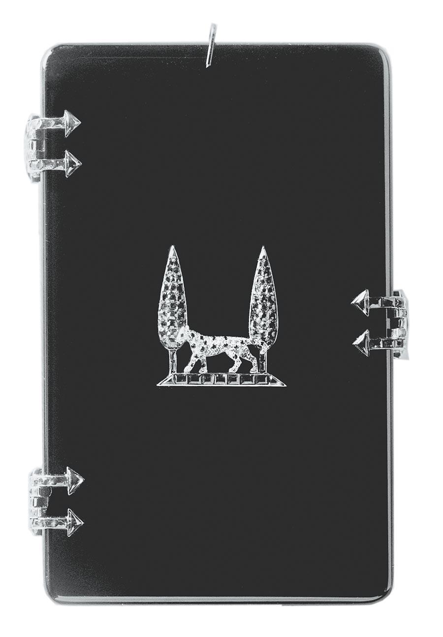 1917年,路易卡地亞饋贈貞杜桑的縞瑪瑙化妝盒,盒上鑲嵌美洲豹銀雕。(Cartier提供)