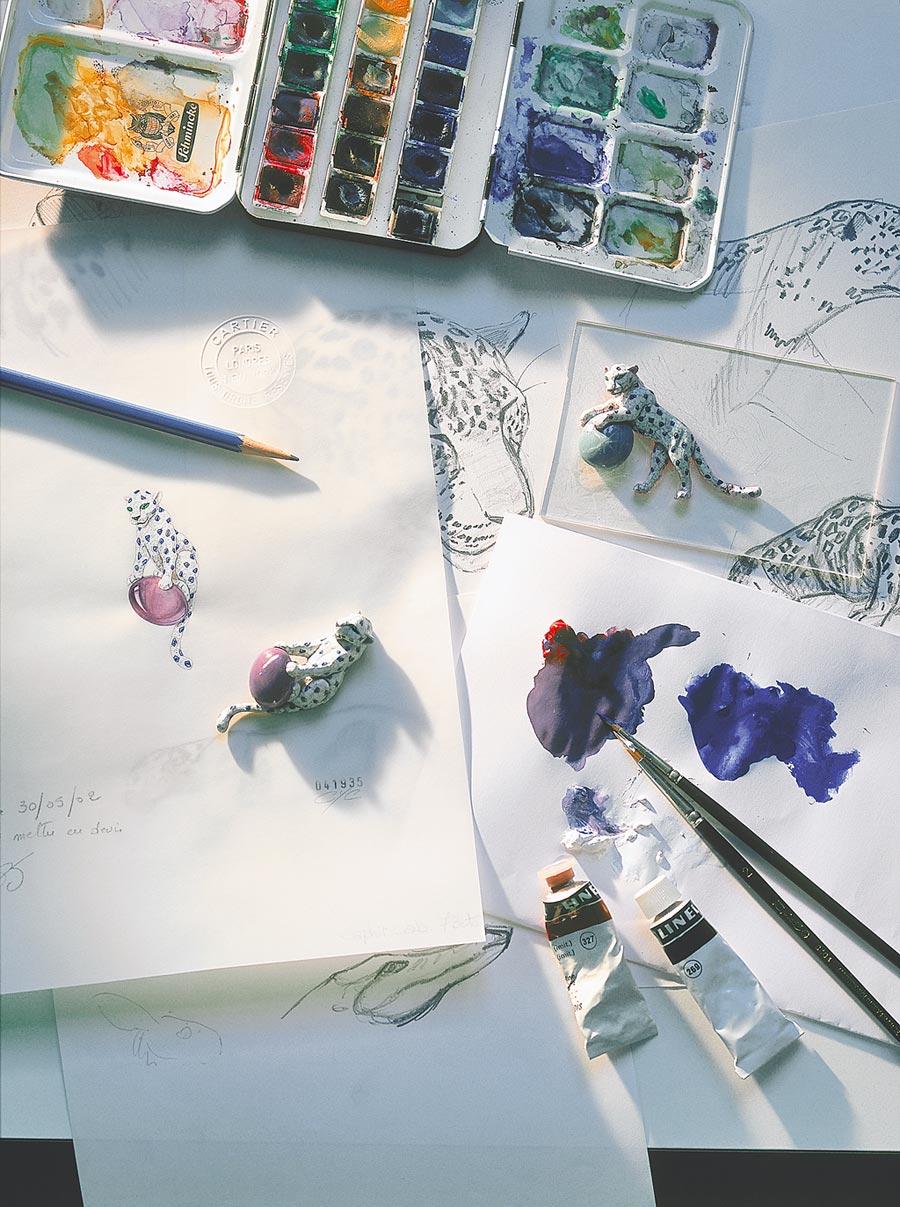 卡地亞在「INTO THE WILD」美洲豹展公開珠寶製造的過程,設計師以獨到的美感與時尚品味勾勒設計圖稿。(Cartier提供)