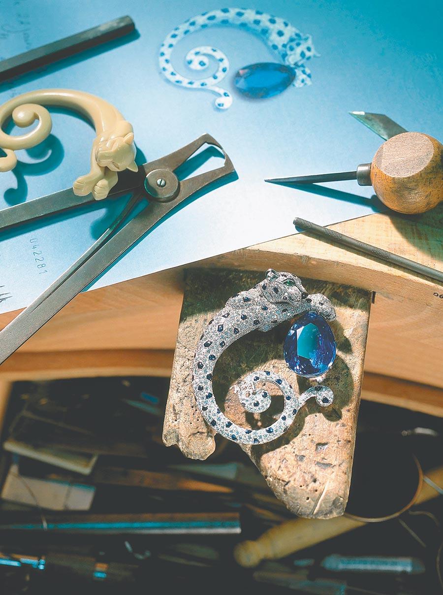 卡地亞獨創「毛髮鑲嵌」,可讓寶石密實排列,猶如豐盈柔順的皮草。(Cartier提供)