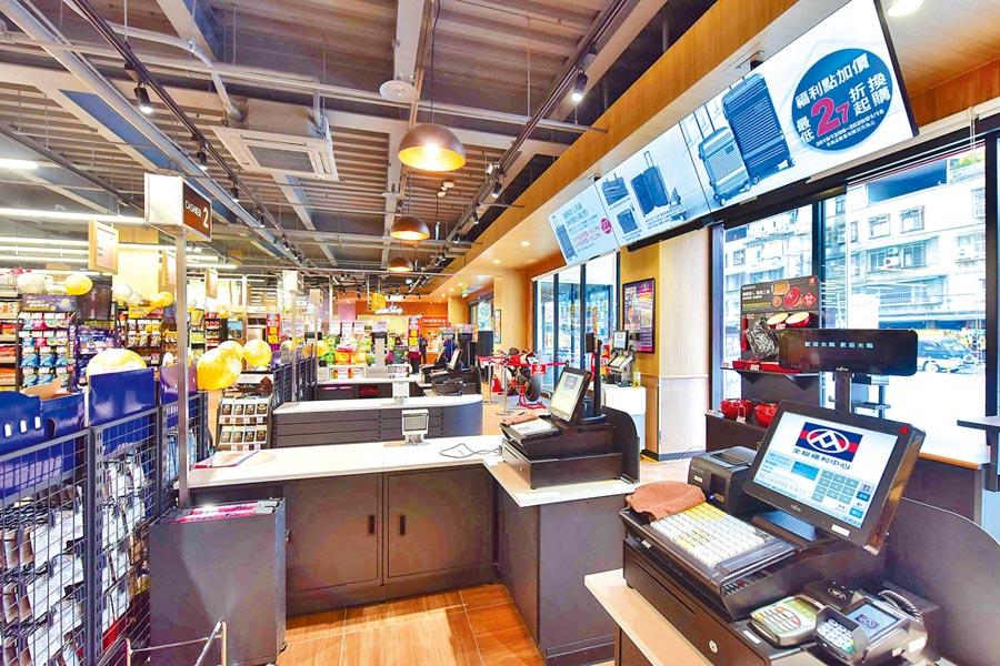 全聯中和新生店導入3座數位電子看板與5座端架電子看板,播放檔期活動及小農、企業等訊息。(全聯提供)
