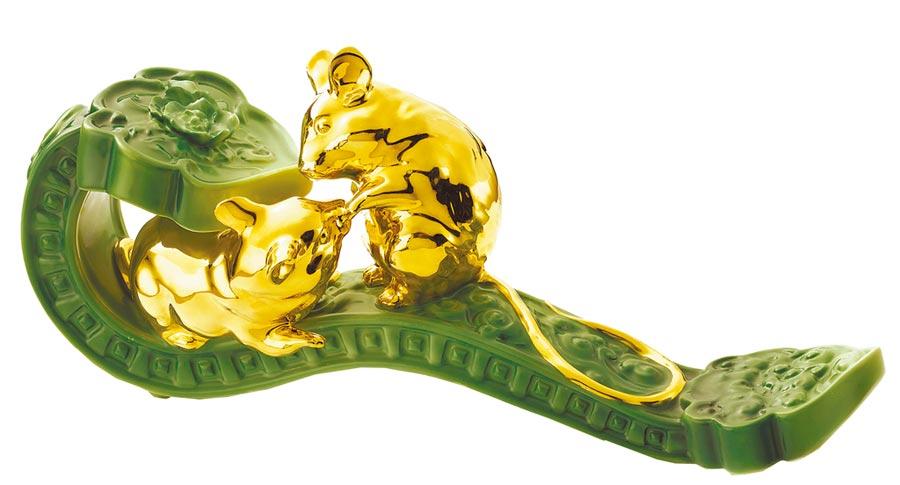法藍瓷鼠一鼠二吉祥如意,1萬3900元。(法藍瓷提供)