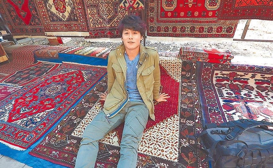 維尼沙手工市集以亞美尼亞傳統藝術品為主,包含布織品、木雕製品、陶器品、飾品、地毯等應有盡有。(亞洲旅遊台提供)