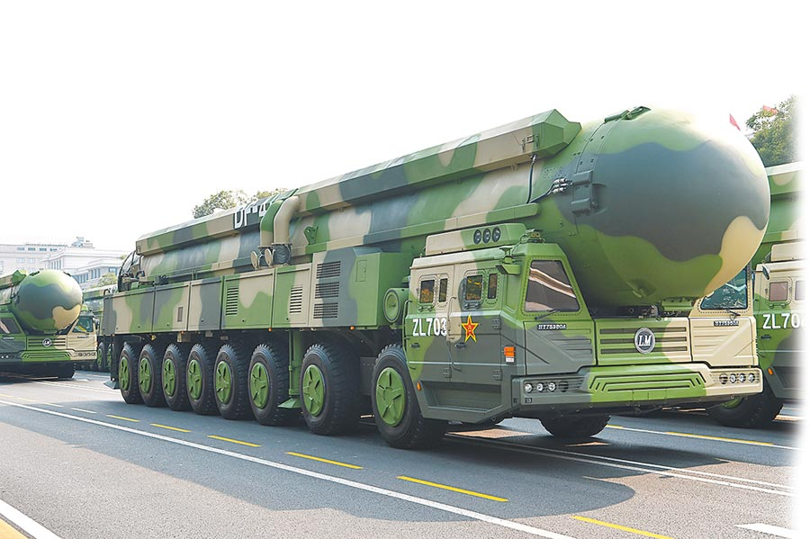 10月1日,解放軍東風-41在「十一閱兵」亮相。(新華社)