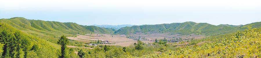 大陸第1個隕石坑──遼寧「岫巖隕石坑」。(中新社資料照片)