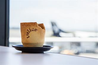 航空公司響應環保 推可吃咖啡杯、創意零錢包