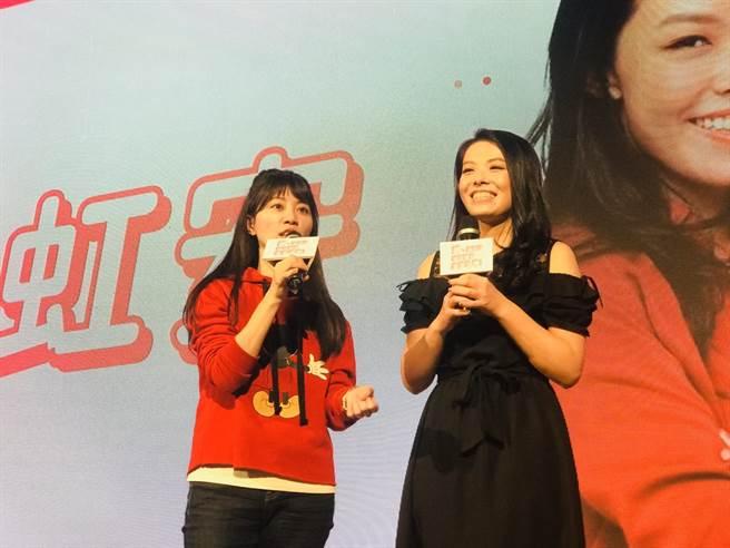 「港湖女神」高嘉瑜(左)與「大數據美女專家」高虹安(右)「雙高」共唱,高虹安的美聲令現場驚艷。(張穎齊攝)