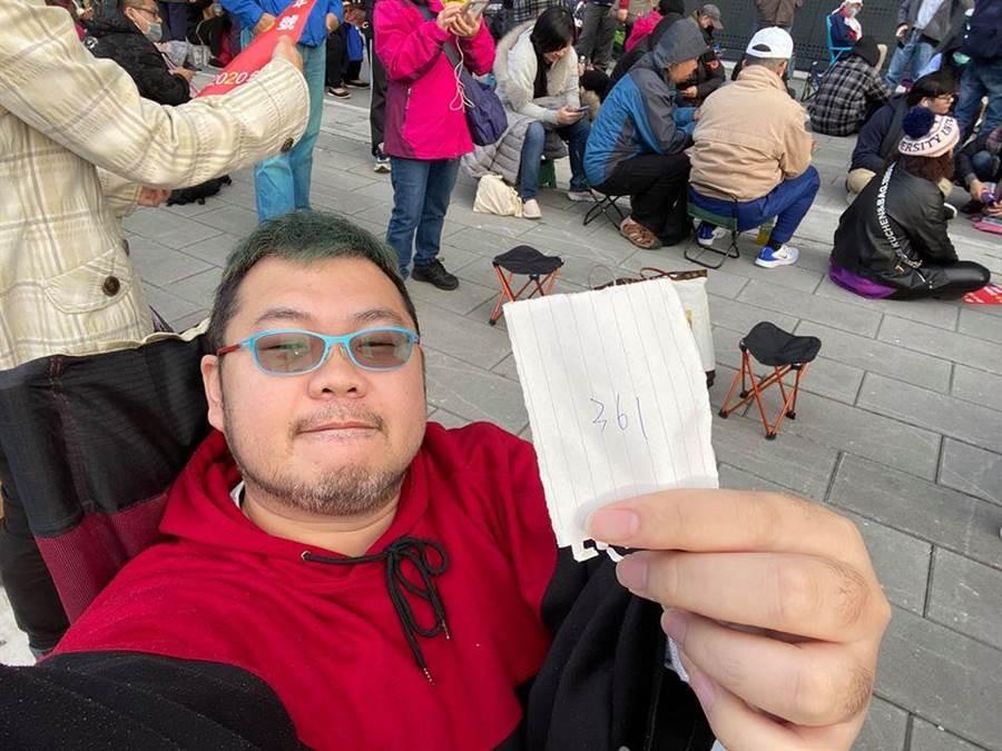 四叉貓(劉宇)直擊韓國瑜拍賣會現場。(圖/翻攝劉宇臉書)