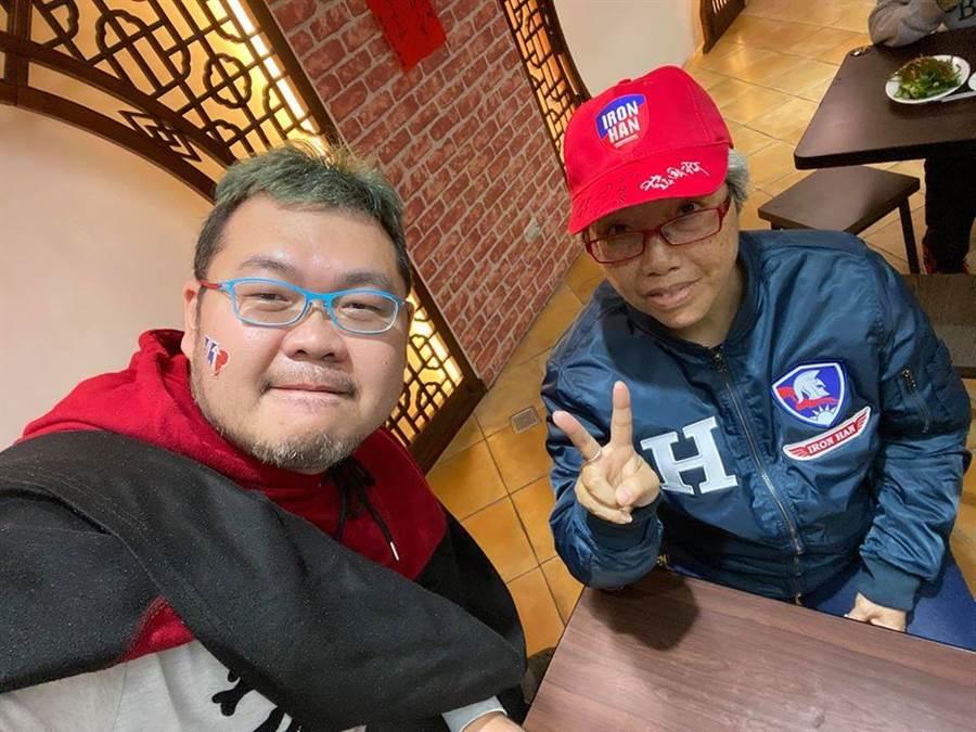 四叉貓(劉宇)與得標韓國瑜原味夾克的奶奶吃飯。(圖/翻攝臉書)