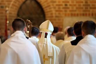 19歲少年淪性奴 「十字架插喉」痛殺91歲變態神父