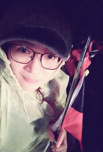 美女韓粉淋雨6小時 筋疲力盡大喊驕傲!