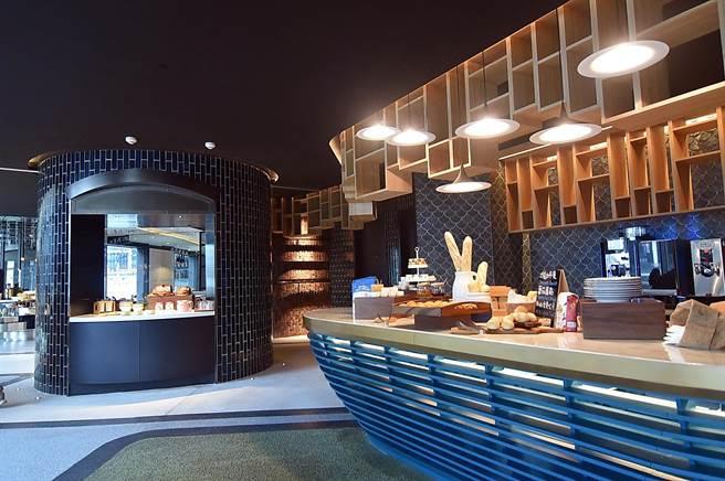 大直英迪格酒店4樓的T.R Bar & Kitchen〉全日餐廳,空間設計「潮」感十足。(圖/姚舜)