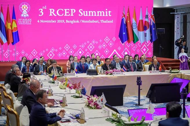 11月4日,第三次區域全面經濟夥伴關係協定(RECP)領導人會議在泰國曼谷舉行。(新華社)