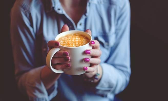 有些飲料可能反而讓你越喝越冷。(圖/pixabay)