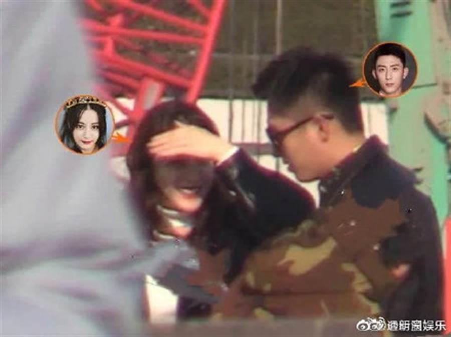 迪麗熱巴與黃景瑜被拍到忘情激烈擁吻。(圖/摘自微博@透明圈娱乐)