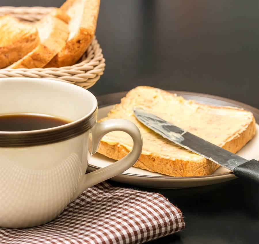 高血壓患者最該避免的6大食物,每吃一口都可能讓血壓直線上升。(圖/達志影像)
