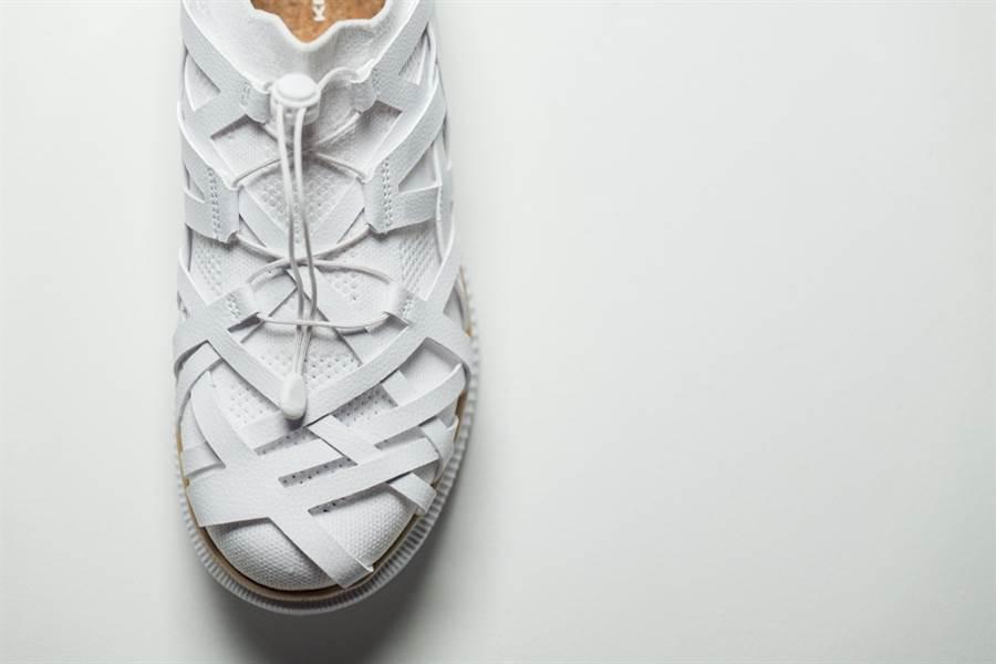 鞋面設計構造取材自傳統日式竹編工藝,相互交錯的編帶狀材料形成別具風格的跑鞋外觀。(圖/品牌提供)