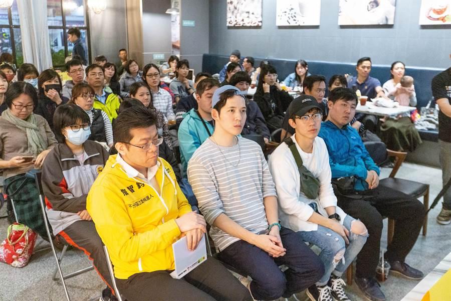 講座現場滿座,眾人討論實踐「社會安全網」的各種可能。(袁庭堯攝)