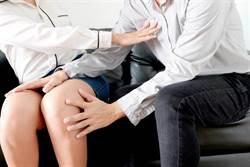 禮儀女業務穿「褲襪」開車 博士人夫伸手「摸腿襲胸」慘了
